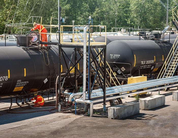 Manutention et transformation, manufacturier de produits chimiques, transbordement ferroviaire, grande variété de manipulations possibles, services de laboratoires